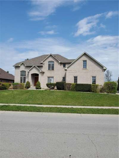 516 N Walnut Woods Drive, Greenwood, IN 46142