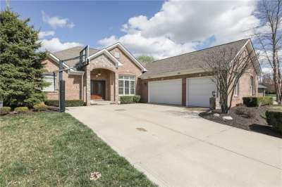 374 E Southwind Lane, Greenwood, IN 46142