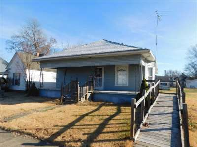 1044 S 4th Street, Clinton, IN 47842