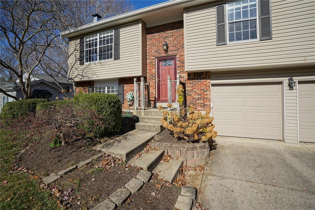111 N Timberlake Court, Fishers, IN 46038 image #2