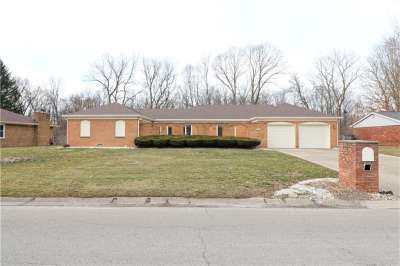 512 W Leisure Lane, Greenwood, IN 46142