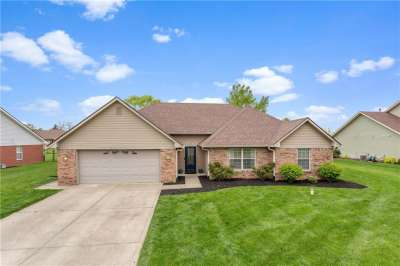 4902 W Stonehaven Lane, New Palestine, IN 46163