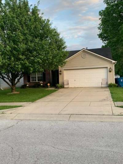 10235 N 10235 Pepperidge Dr Drive, Indianapolis, IN 46235