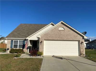 2218 W Foxfire Court, Greenfield, IN 46140