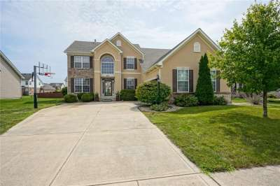 8683 N Autumnview Drive, McCordsville, IN 46055