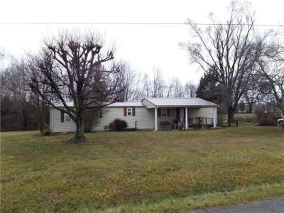 10134 E 400, Crothersville, IN 47229