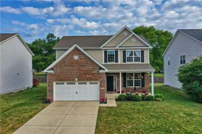 6112 N Golden Eagle Drive, Zionsville, IN 46077