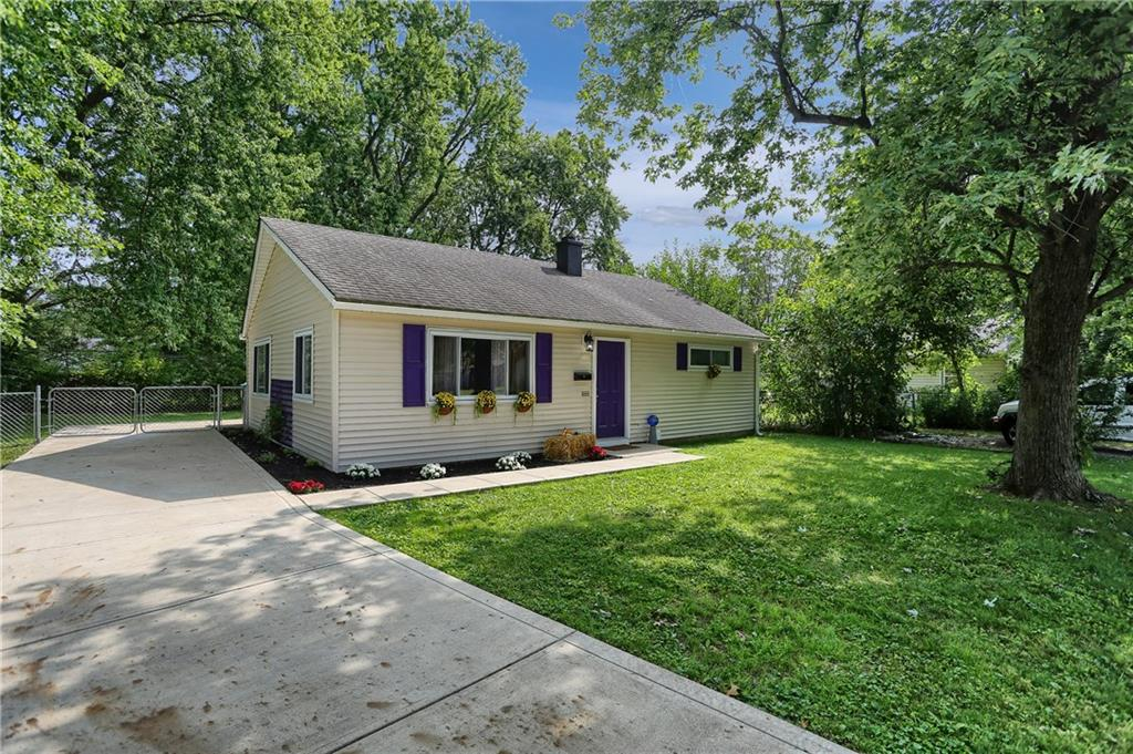 114 E Hall Court, Greenwood, IN 46142 image #2