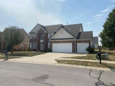 8748 N Autumnview Drive, McCordsville, IN 46055