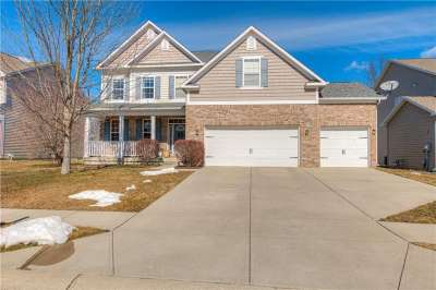 6114 N Golden Eagle Drive, Zionsville, IN 46077