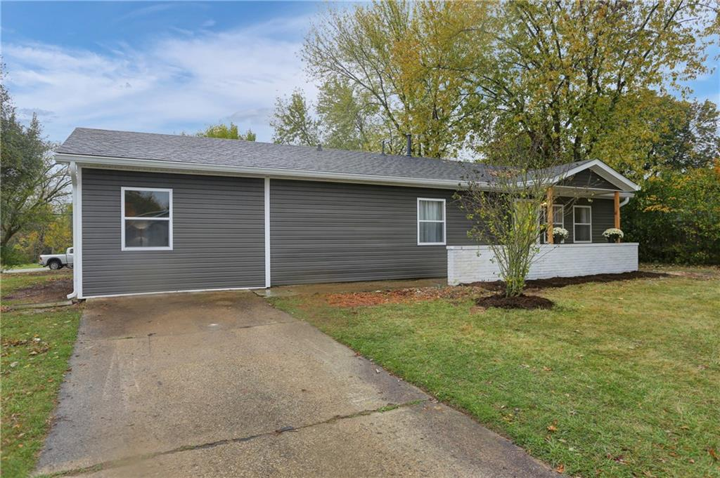 527 E Parkview Drive, New Whiteland, IN 46184 image #2
