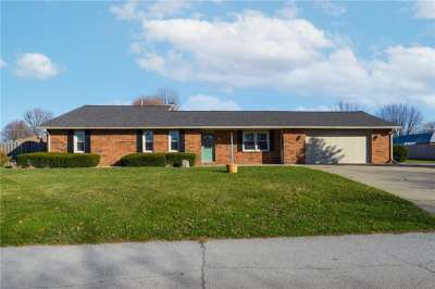 8910 E Surrey Drive, Pendleton, IN 46064