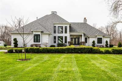 1395 N Queens Way, Carmel, IN 46032