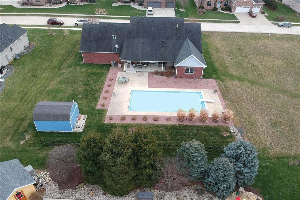 1232 Pebble Point Drive, Shelbyville, IN 46176 image #2